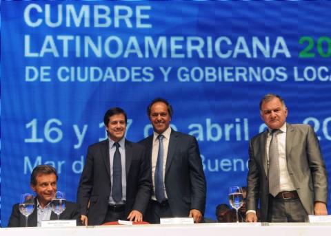 Scioli encabez� la cumbre Latinoamericana de ciudades junto a Mariano Recalde, Juli�n Dom�nguez, Diego Bossio, Fernando Espinoza, Patricio Mussi y un centenar de intendentes.