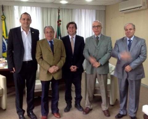 Mercuri y Acu�a junto a las autoridades de la Justicia Electoral,  Dr. Marco Aur�lio Heinz (Presidente), Dr. Luiz Felipe Brasil Santos (Vice Presidente) y el Juez del Tribunal, Dr. Lu�s Felipe Paim Fernandes.