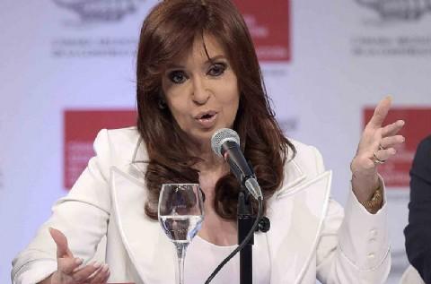 """Al referirse a los fondos buitre, CFK advirti� que """"ning�n buitre financiero ni ning�n carancho judicial"""" la va a """"extorsionar"""" por el conflicto de la deuda."""