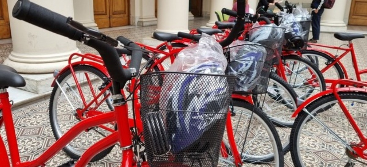 La Universidad Nacional de La Plata entregó bicicletas a sus estudiantes