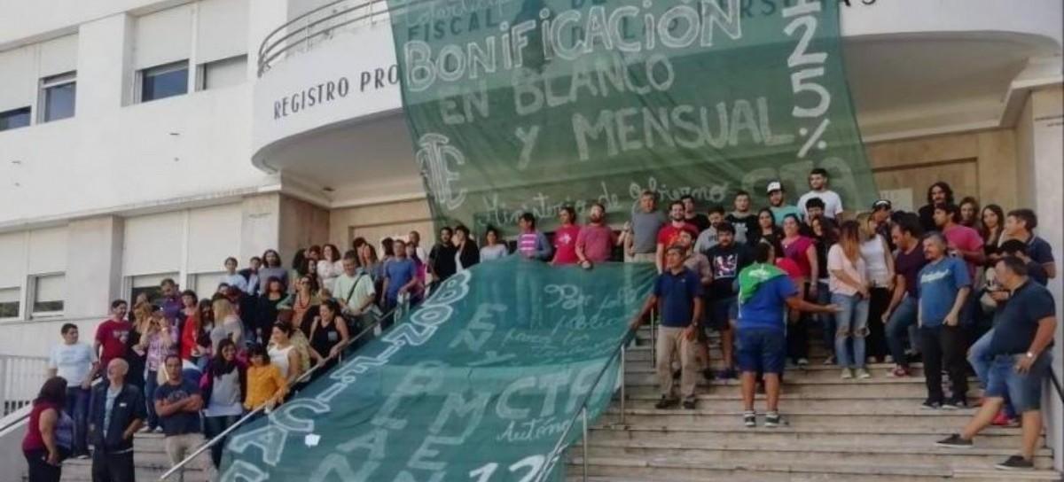 Gobierno: se inició el paro y estado de asamblea de los trabajadores del Registro de las Personas