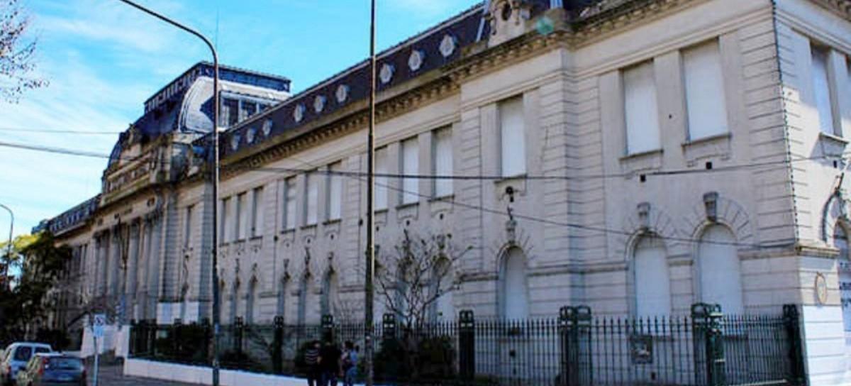 Dos colegios de La Plata, uno de ellos frente a la Catedral, con amenazas de bomba y evacuados