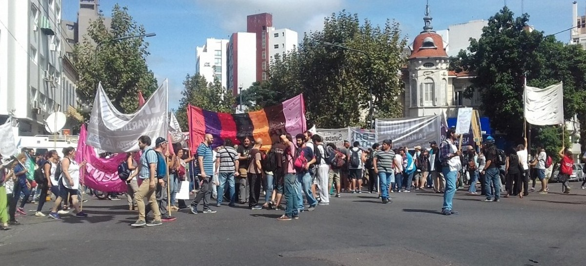"""Con el nuevo paro, se terminó la """"buena onda"""" entre el Gobierno de Vidal y los gremios docentes. Docentes movilizados a Economía"""