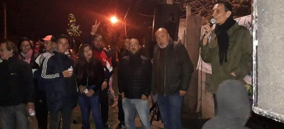 """La olla popular """"Barrio x Barrio"""" de La Plata cumplió un año y no hubo ollas: fue choriceada y torta"""