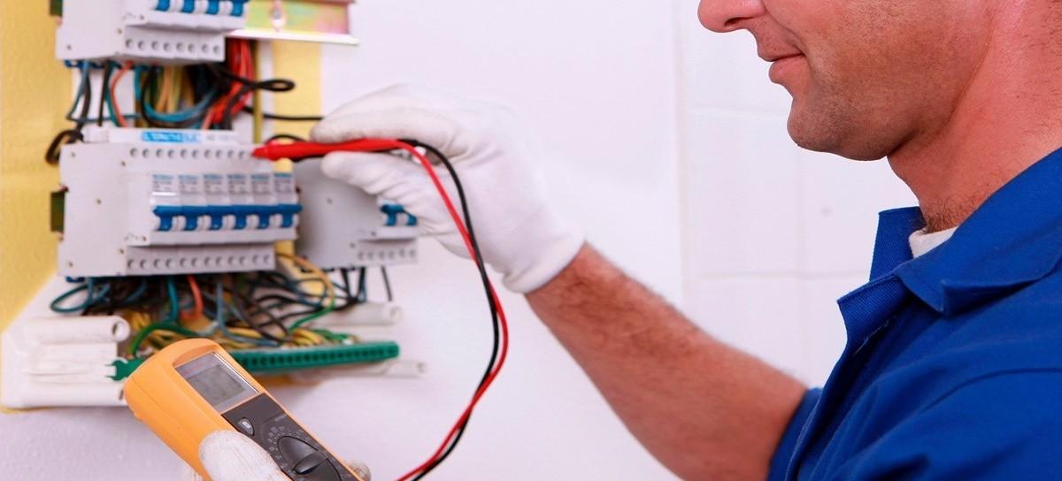 Ser electricista hoy: altos costos de insumos y la imposibilidad de conseguir trabajo