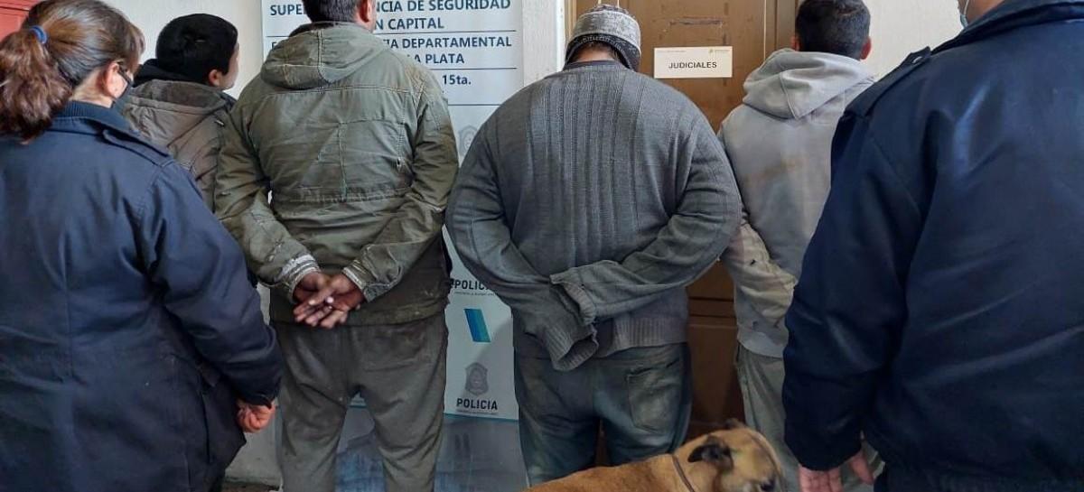 Cazadores cazados y llevados a la comisaría con sus perros galgos