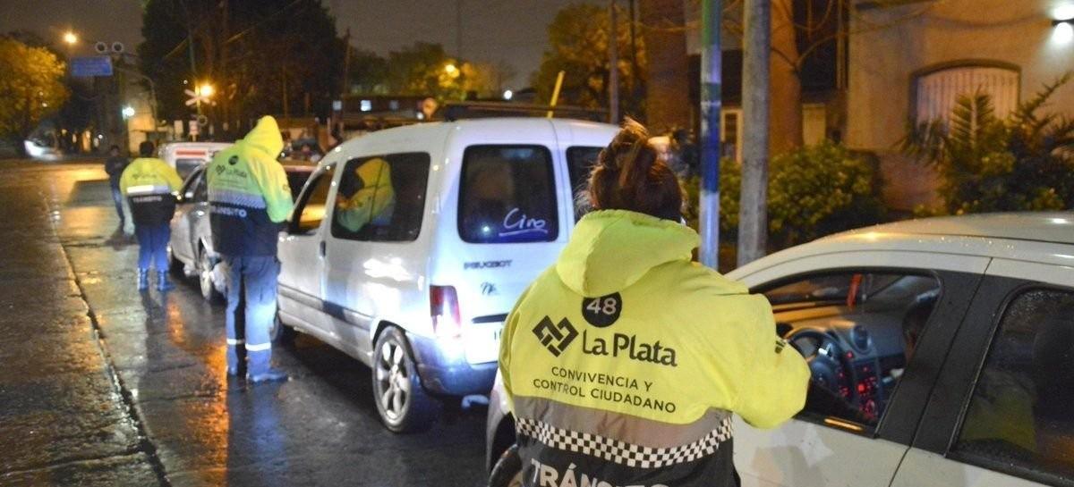 """Ciudadano platense escrachó a inspectores de tránsito que están """"flojitos de papeles"""""""