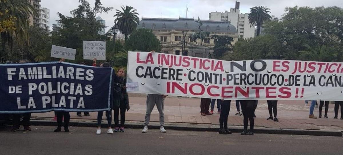Esposas de policías condenados a perpetua creen que la Asociación Miguel Bru presionó a la Justicia