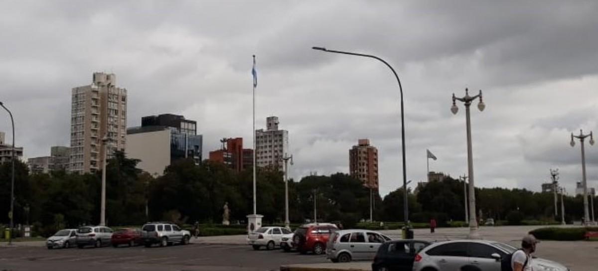La Plata: polémica por una supuesta Bandera Argentina arriada durante la protesta de cooperativistas