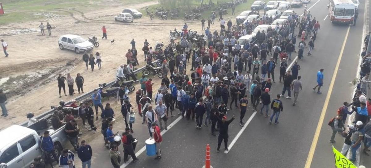 La empresa Centro Construcciones SA despidió a trabajadores y el conflicto estalló en AUBASA