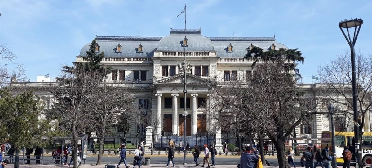Gastos en Legislatura: Mosca prestó la residencia oficial a Massa para almorzar con sus legisladores