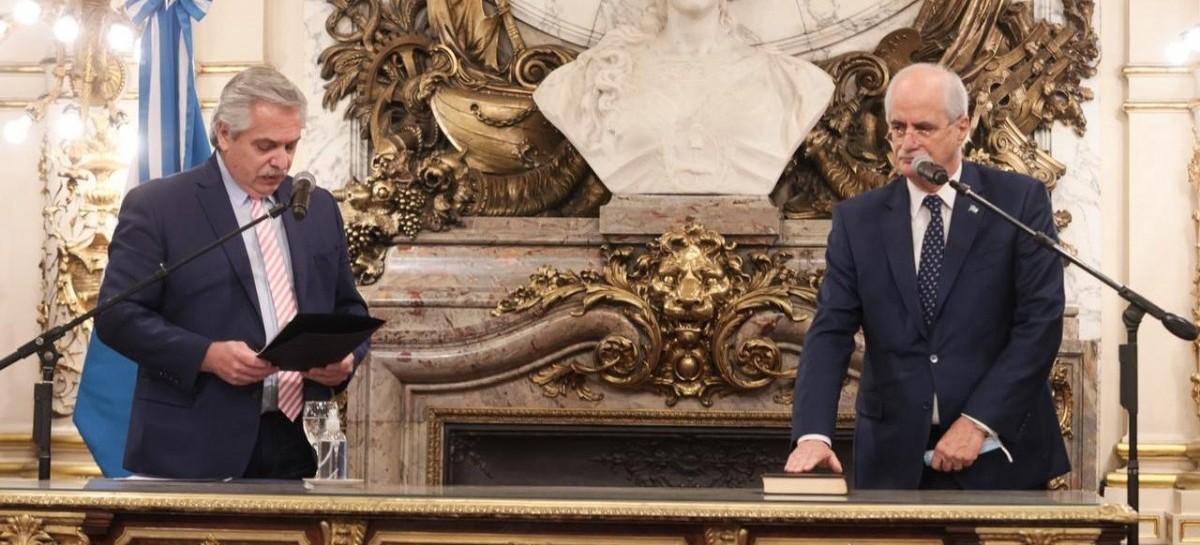 El presidente les tomó juramento a los nuevos ministros Jorge Taiana y Juan Zabaleta