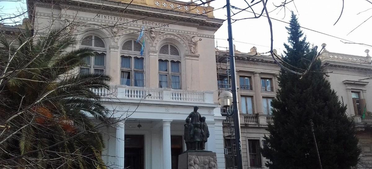 Denunciaron que más de 450 docentes de La Plata no cobraron sus salarios