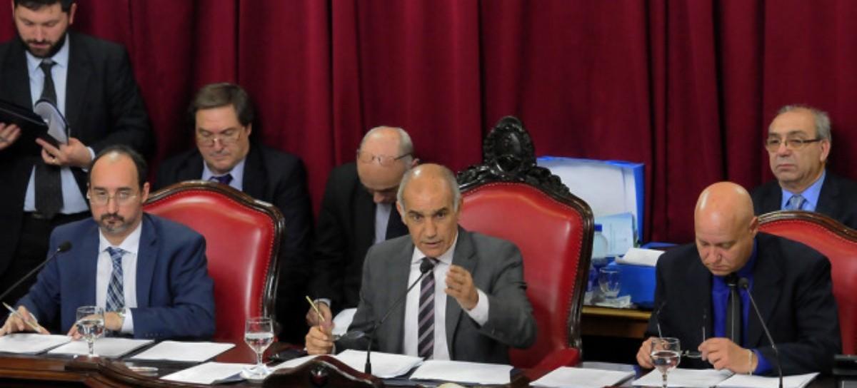 Movimiento de fichas en el Senado: el FpV-PJ se unifican y reclaman una vicepresidencia . Daniel Salvador.