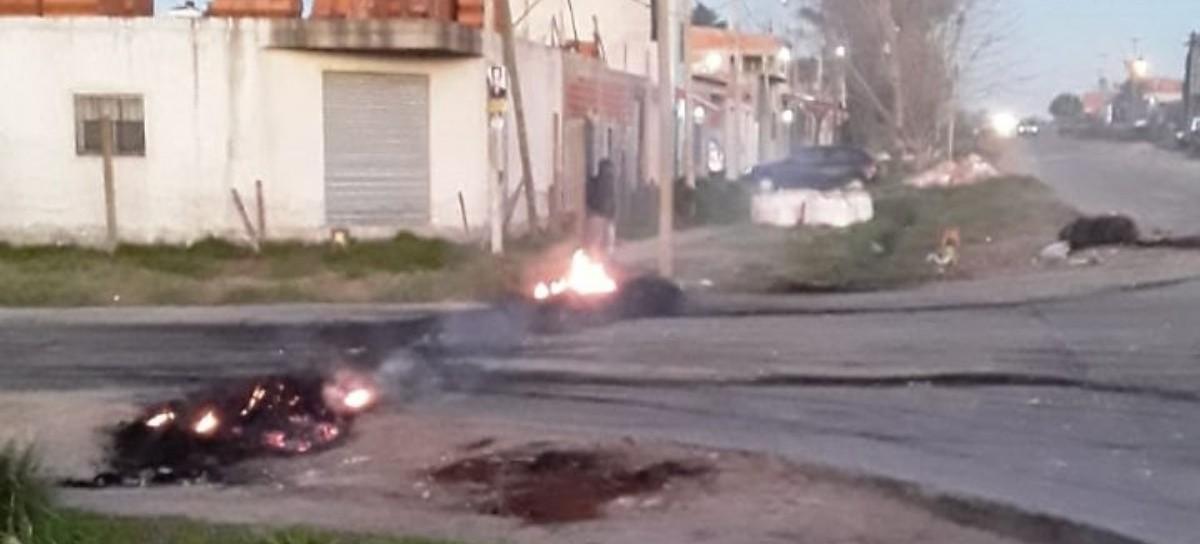 La Plata: hartos por los cortes de EDELAP, vecinos del Cementerio salieron a la calle a protestar