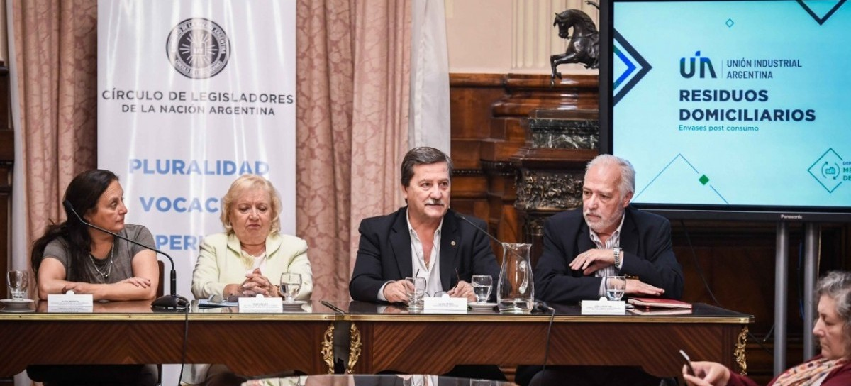 """""""Residuos domiciliarios, envases post consumo"""", tema de debate entre industriales y recicladores"""