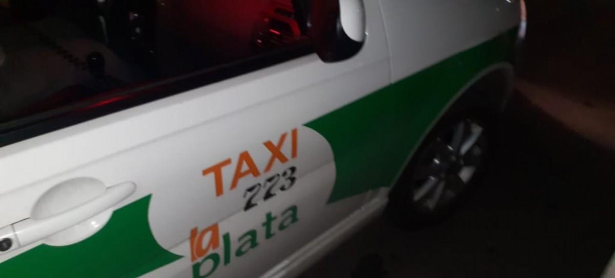 Golpean con un culatazo en la cabeza y le roban a un taxista de La Plata