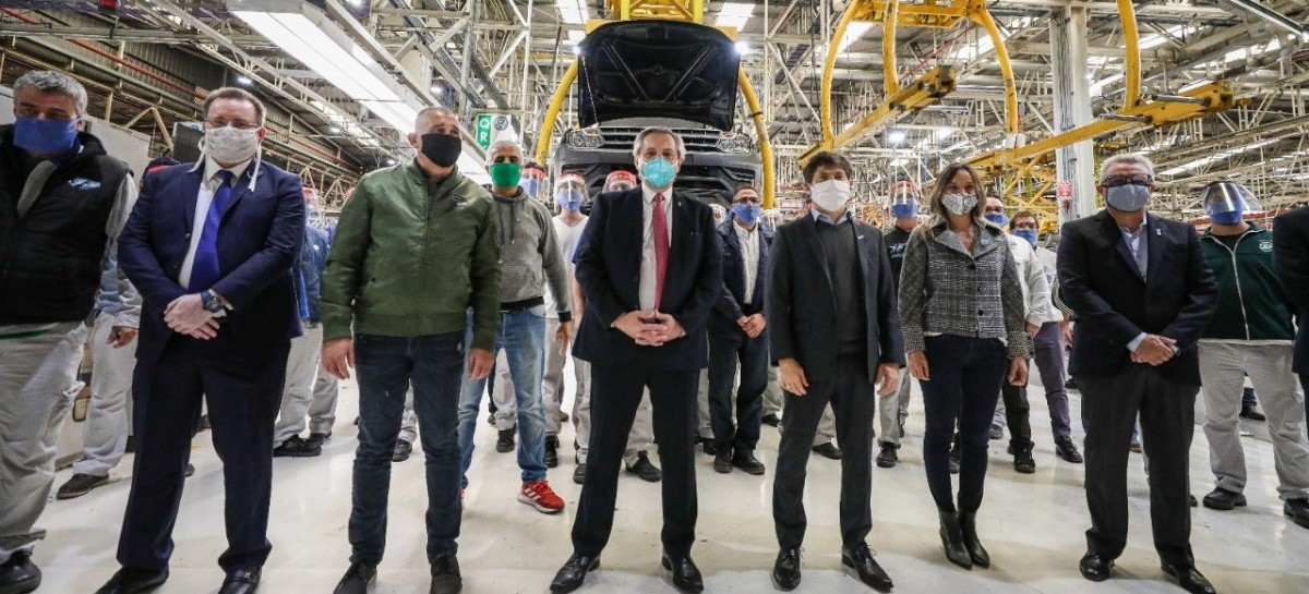 Tigre: el presidente Fernández visitó la planta de Volkswagen, que esta semana retomó su producción