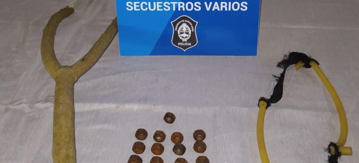 Gomerazos a una comisaría de La Plata: detuvieron a los cuatro atacantes