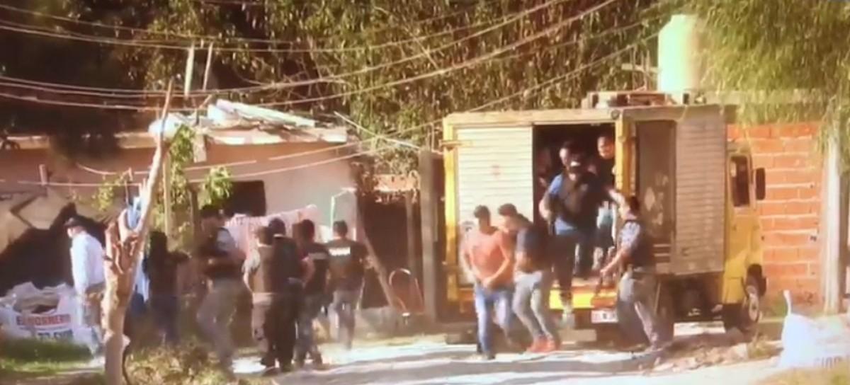 Para desbaratar un búnker de venta de drogas, policías bonaerenses llegaron en un camión térmico