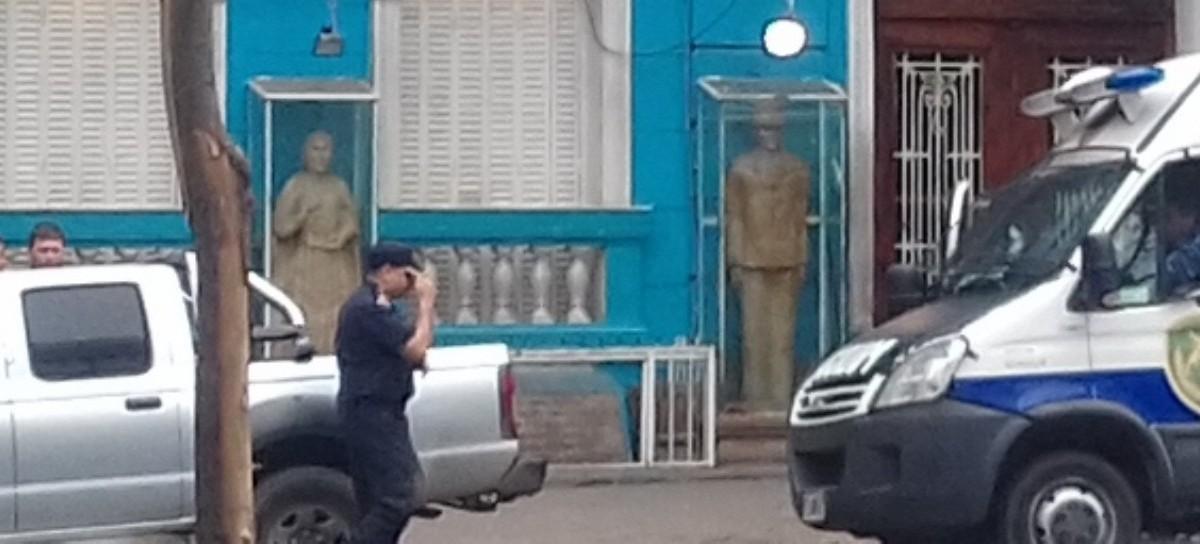 ¿Dónde irán a parar las estatuas de Perón y Evita que están en la sede de la UOCRA La Plata?