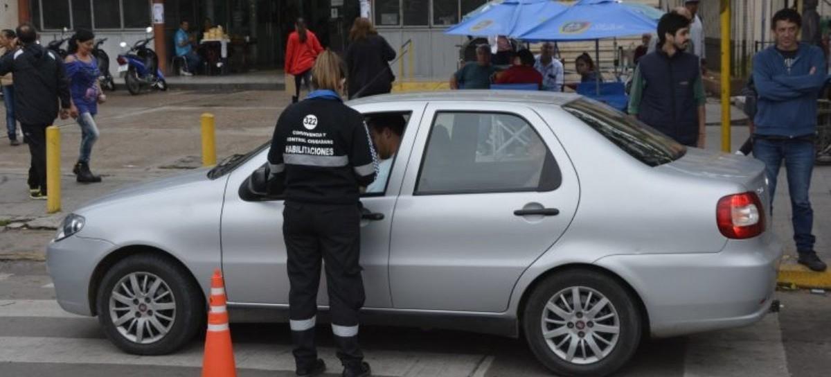 Remiseros platenses aseguran que la administración Garro reconoció fraude con las habilitaciones