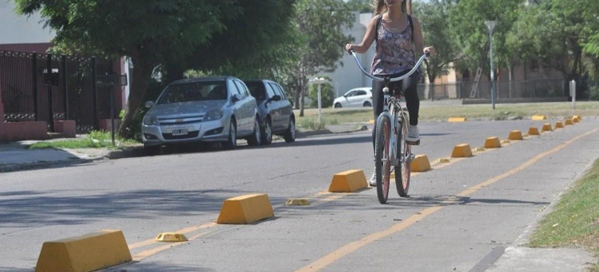 Bahía Blanca: Perdió el control de la bicicleta y terminó abajo de una camioneta