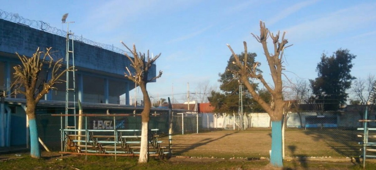 Flamante gestión comenzó a reparar el estadio del Club Villa San Carlos de Berisso