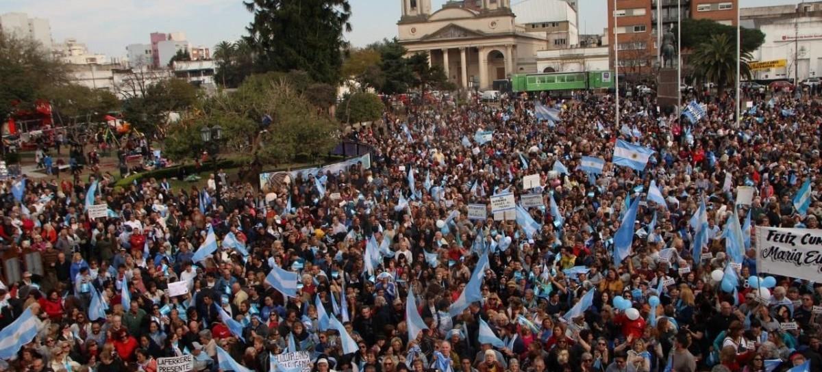 Convocatoria vía redes por el cumple de Vidal: respaldo en su ciudad, Morón, y tibio en Gobernación