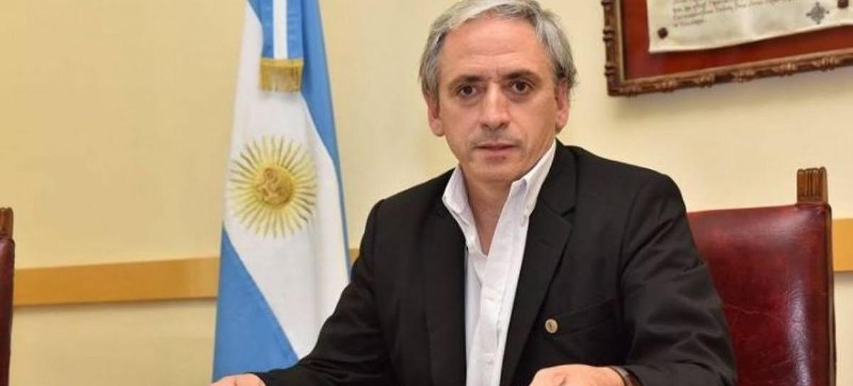 """En Chascomús vuelan las """"chapas"""": un ministro de Vidal tentó al intendente vecinalista Javier Gastón"""