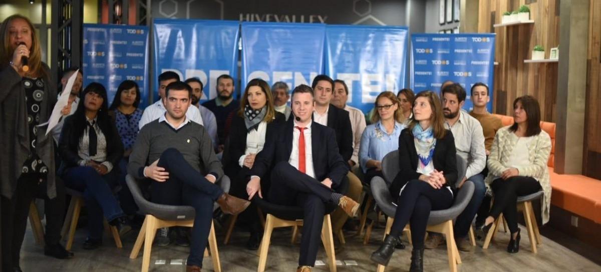 """La Plata: al presentar su lista, Federico Martelli dijo que la ciudad """"necesita ponerse de pie"""""""