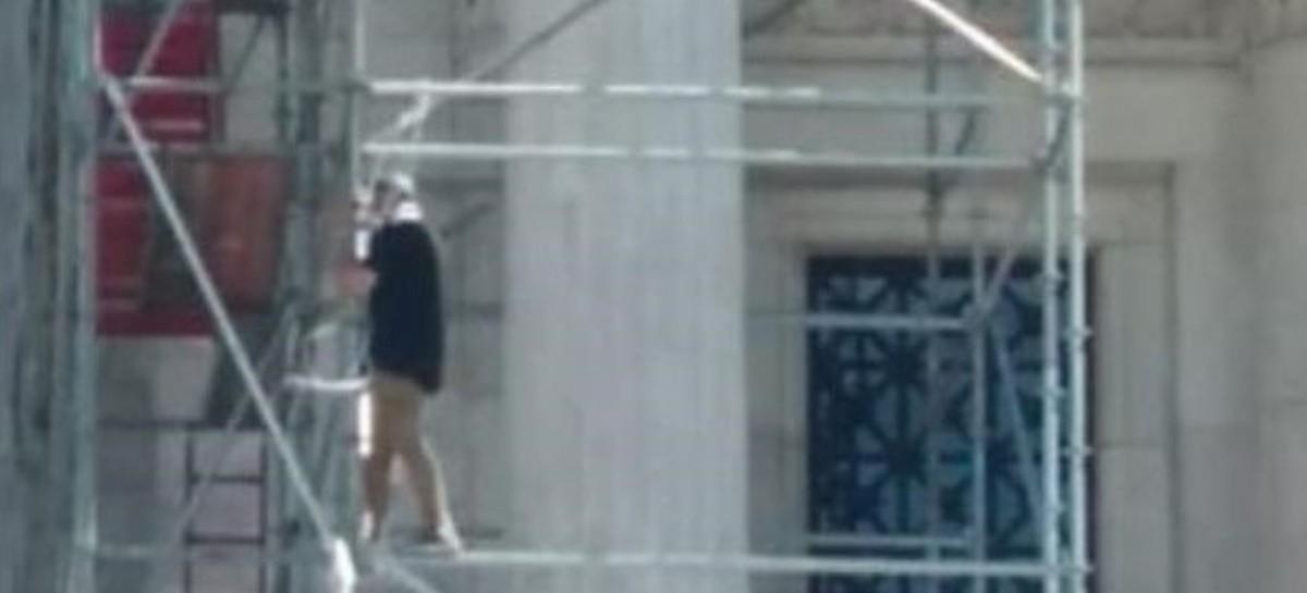 Un hombre quiso suicidarse arrojándose desde el Palacio del Congreso Nacional