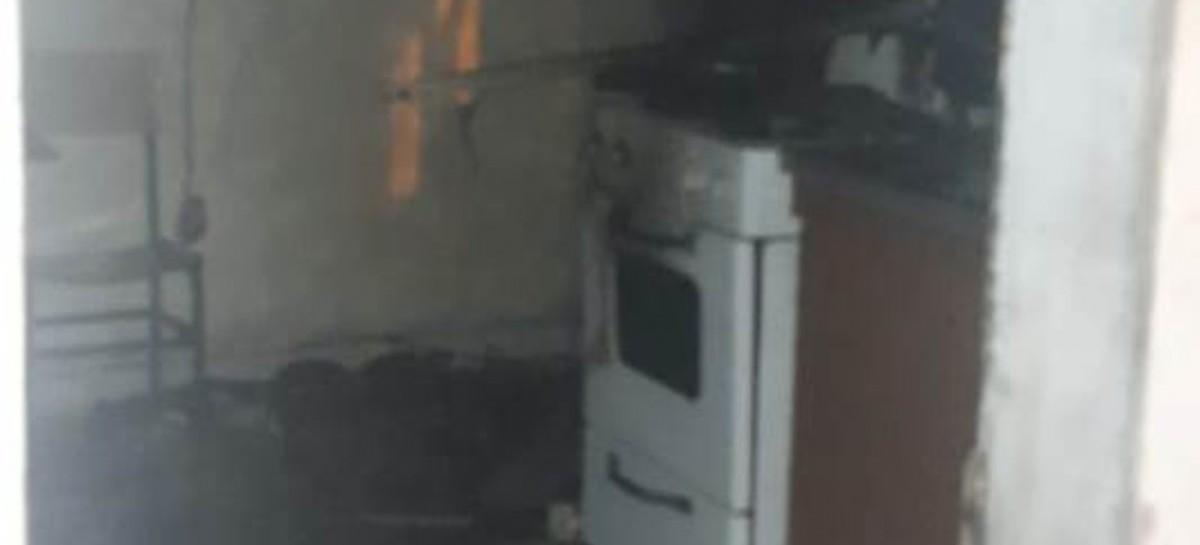 La Plata: en Los Hornos, rescataron a un hombre entre las llamas