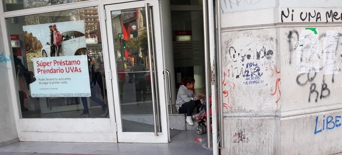 En La Plata, ALQUILAN NIÑOS: los usan para pedir dinero en la calle, bares y restaurantes