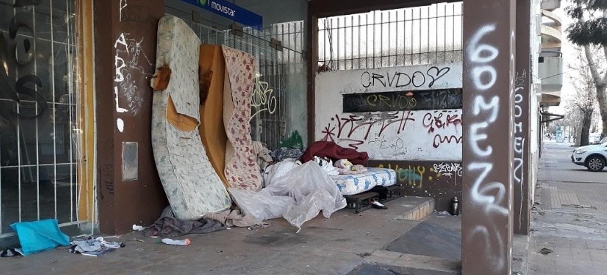 La dura cara de la pobreza y la indigencia, a metros del centro comercial de la capital bonaerense