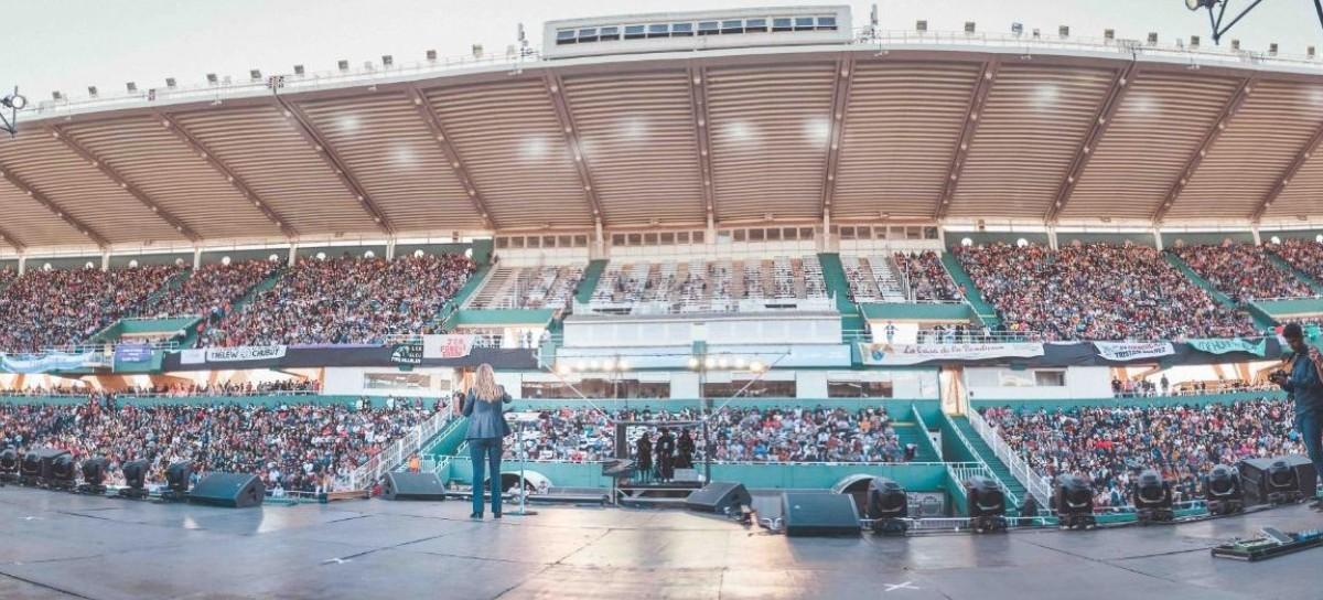 Una candidata a vicepresidente de la Nación habló ante 23 mil evangélicos en un estadio de fútbol
