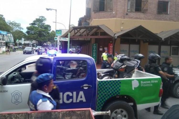 Insólito: escapaba de la Policía en Pinamar y se refugió, sin saberlo, en la casa de dos agentes.
