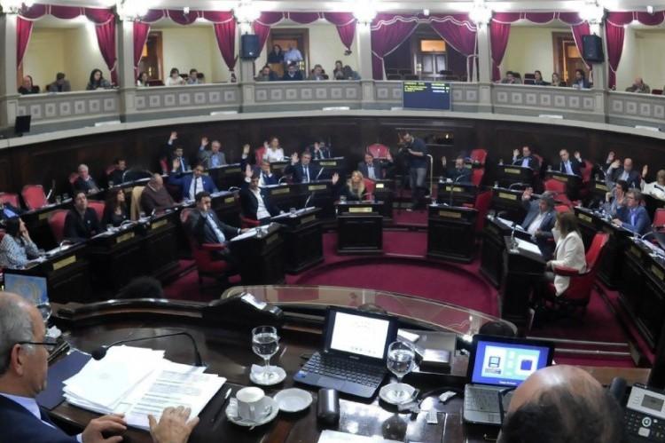 El ajuste golpea a todos, menos a los senadores: la Cámara Alta aumentó un 41% su presupuesto. Senado BA.