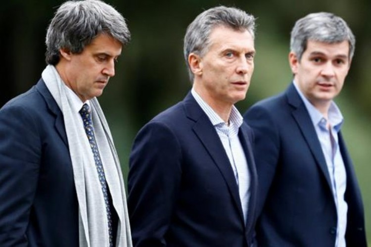 Blanqueo: acusan a Mauricio Macri de querer beneficiar a su padre. Mauricio Macri.