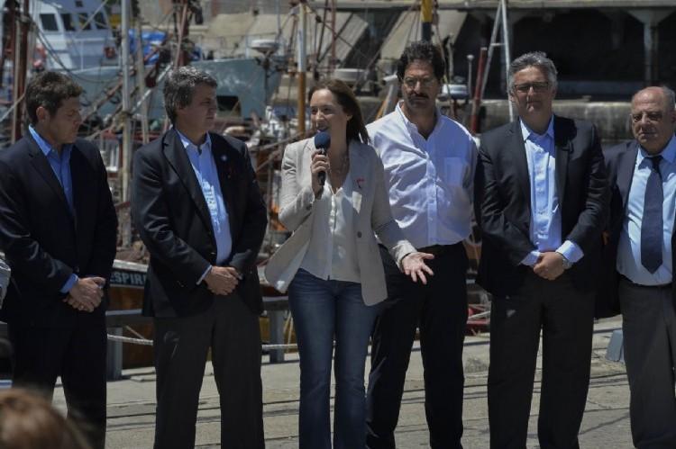 La gobernadora María Eugenia Vidal aseguró que el puerto de Mar del Plata es un símbolo de lo que somos y lo que podríamos ser, al anunciar un acuerdo para reactivar la industria pesquera firmado por la Nación, la Provincia, sindicatos y empresarios del sector.