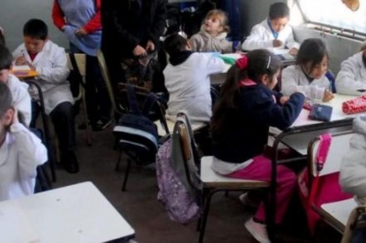 Primer RÉCORD del año del Gobierno bonaerense: Una semana de clases SIN PAROS DOCENTES . Los chicos, en el aula.