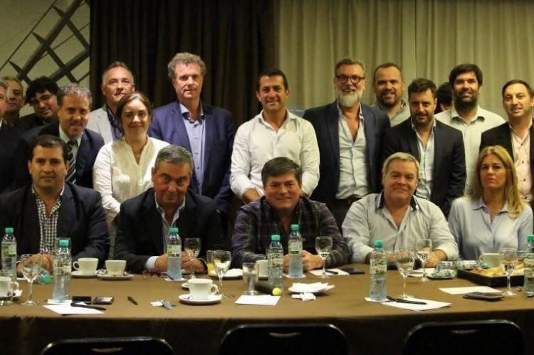 El grupo político del presidente de Boca, Daniel Angelici, y un fuerte apoyo a la gobernadora Vidal. Los dirigentes, durante la reunión.