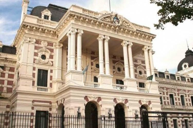 """A TODO O NADA: En el Gobierno bonaerense dicen que, de ganar en octubre, profundizarán el """"modelo"""". Casa de Gobierno bonaerense."""