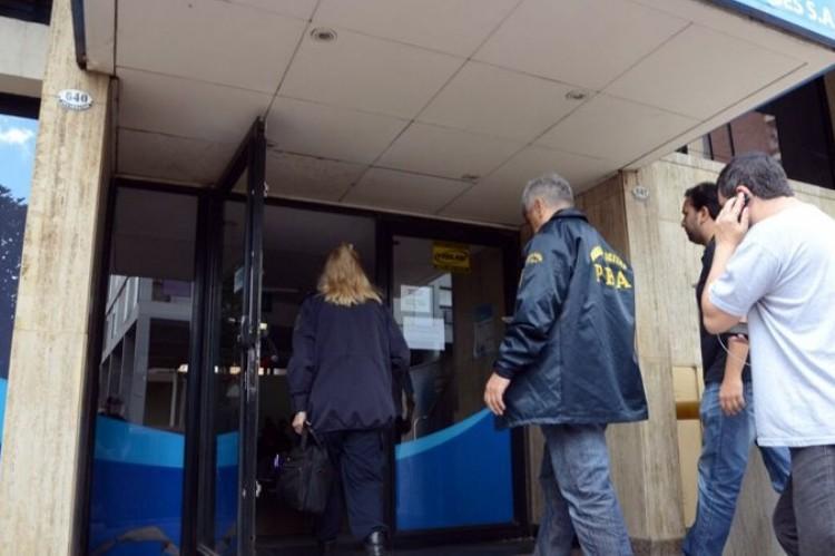 Lavado de dinero: allanan oficinas de ABSA en La Plata y Bahía Blanca . Allanamiento en ABSA.
