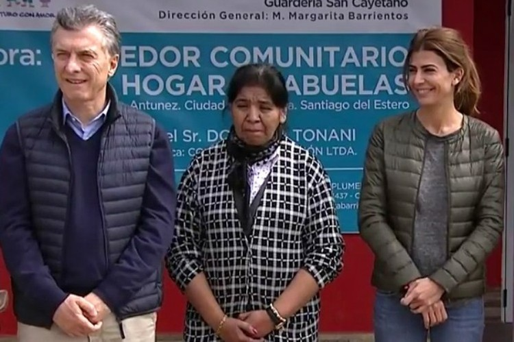"""Macri se olvidó del """"Padre Nuestro"""" y recibió críticas en las redes sociales."""