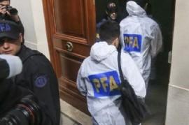 ¿No será mucho?: 13 horas duró el allanamiento al departamento de la ex presidente Cristina Kirchner