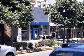 El presidente de ABSA deberá pagar mil pesos por día a una usuaria de La Plata