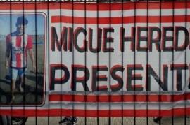 Familiares y amigos de Miguel Heredia reclamaron justicia frente al edificio ministerial de La Plata