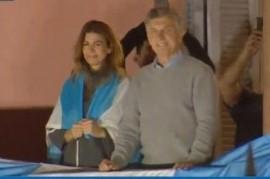 Ante una multitud que se pronunció por su reelección, el presidente Macri saludó desde Casa Rosada