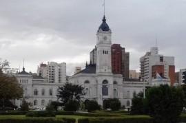 La Plata: suspenden fiesta aniversario, pero la cena de una Fundación y Picurba siguen a todo ritmo